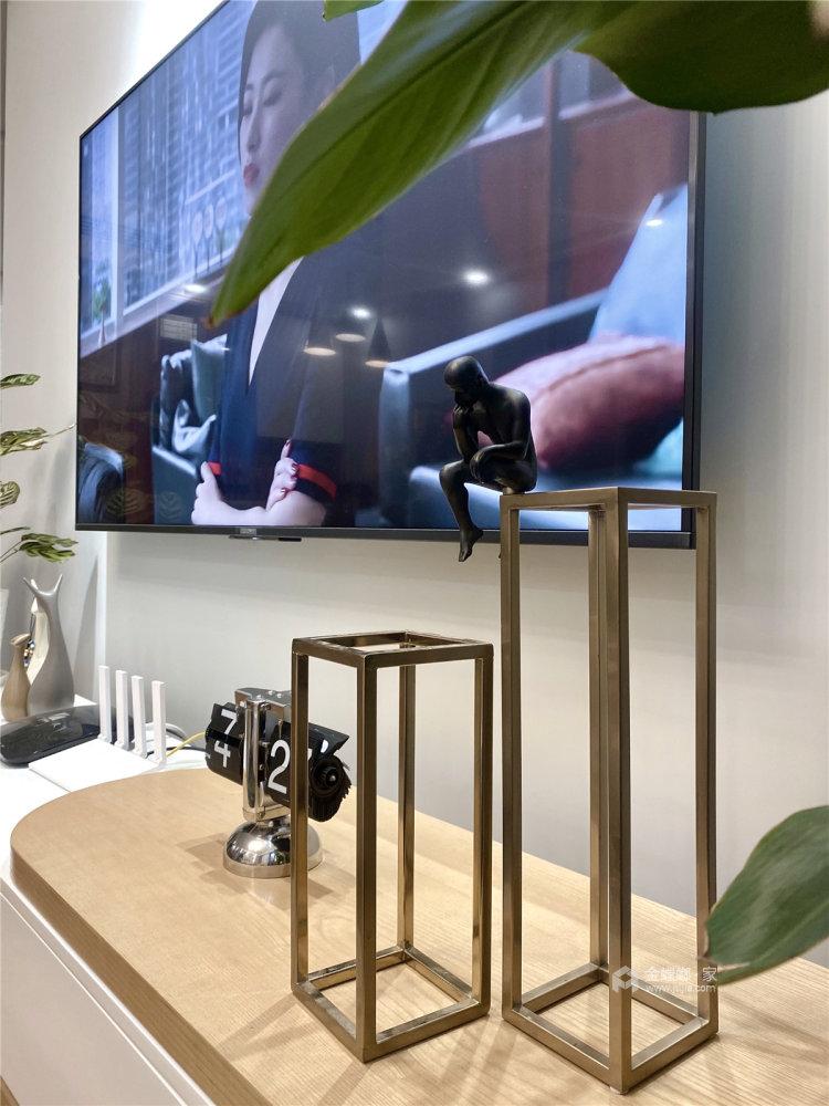 88平时代上城现代风格-原木与浅灰色协调之下的温馨小家-客厅效果图及设计说明