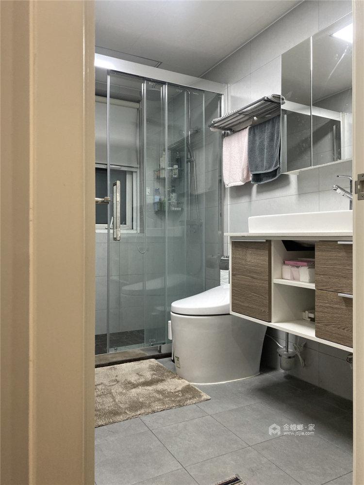 88平时代上城现代风格-原木与浅灰色协调之下的温馨小家-卫生间