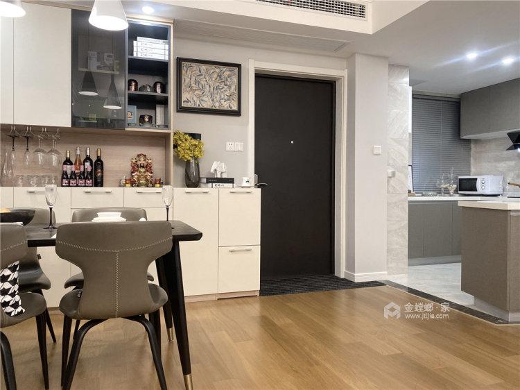 88平时代上城现代风格-原木与浅灰色协调之下的温馨小家-餐厅效果图及设计说明