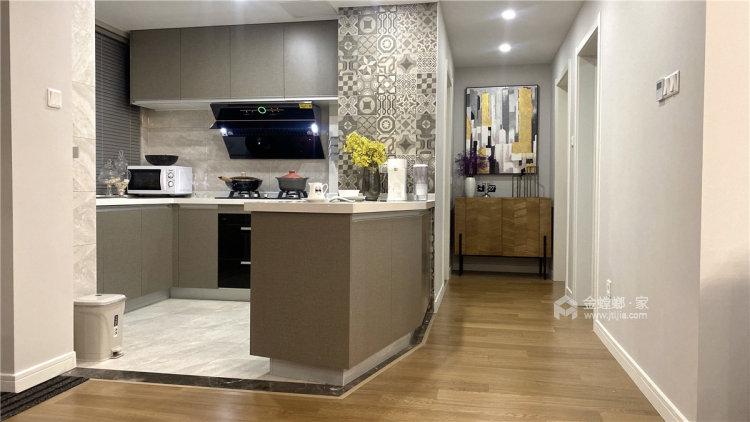 88平时代上城现代风格-原木与浅灰色协调之下的温馨小家-厨房