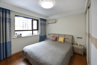 120平3室现代卧室