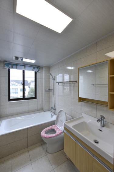 120平3室现代卫生间