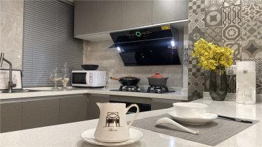 88平2室现代厨房